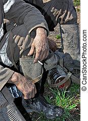 homem, trabalhador, mãos sujas