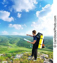 homem, turista, em, montanha