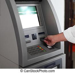 homem, usando, máquina bancária