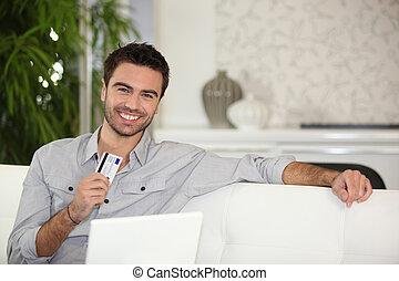 homem, usando, online, cartão, crédito