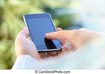 homem, usando, um, móvel, esperto, telefone