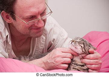 homem velho, animais estimação, um, gato