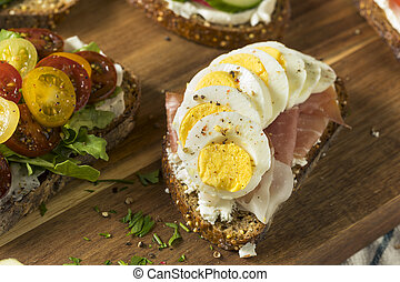 Homemade Breakfast Toasts with Cream Cheese
