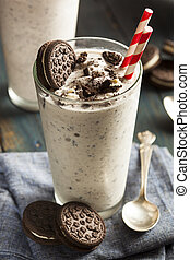 Cookies and Cream Milkshake - Homemade Cookies and Cream...