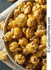 Homemade Golden Caramel Popcorn