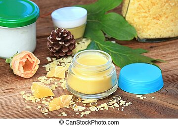 Made from beeswax, sheabutter, olive and coconut oil mixed together.