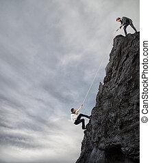 homens negócios, colabore, para, alcance, um, meta