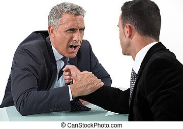 homens negócios, luta, escrivaninha