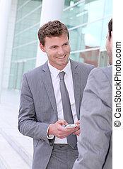 homens negócios, trocar, números telefone