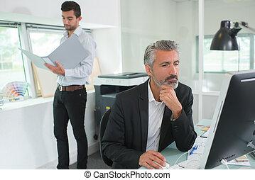 homens trabalho, em, escritório