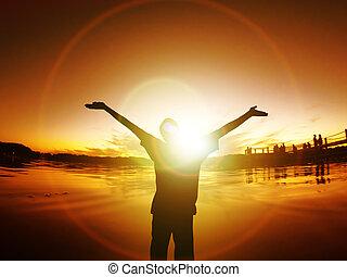 homme, à, bras étendus, silhouette, liberté, coucher soleil,...