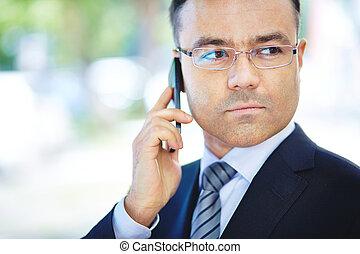 homme, à, cellphone