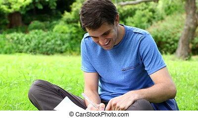 homme, écriture, sourire, cahier