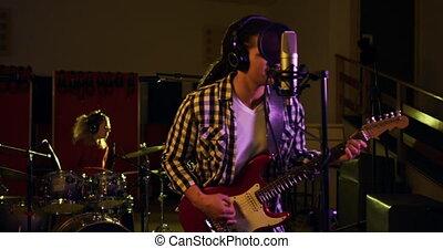 homme, électrique, jouer, dreadlocks, guitare