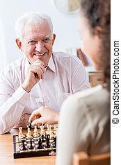 homme aîné, échecs, jouer