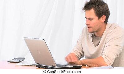 homme, accentué, ordinateur portable, sien