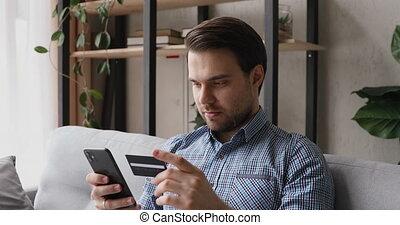 homme, achat, carte, heureux, tenue, marques, utilisation, crédit, cellphone