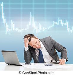 homme affaires, à, informatique, papiers, et, calculatrice