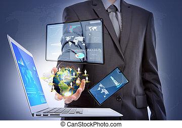 homme affaires, à, ordinateur portable, téléphone, écran,...