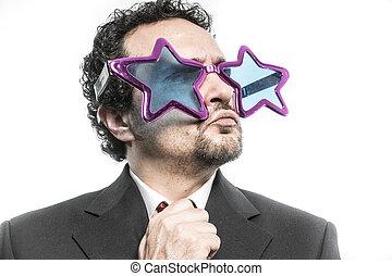 homme affaires, à, vedette pop, lunettes, crier, nerveux, et, inquiet, pour, argent