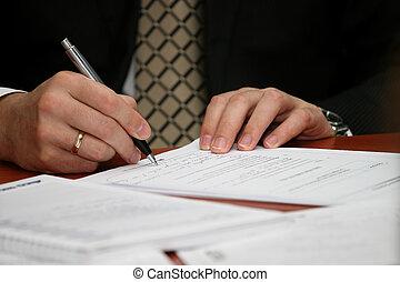 homme affaires, écrit, a, stylo, sur, papier