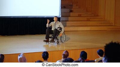 homme affaires, étape, 4k, auditorium, parler
