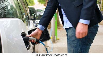 homme affaires, 4k, électrique, station, voiture, charger