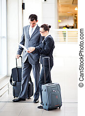 homme affaires, aéroport, femme affaires