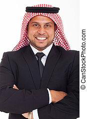 homme affaires, arabe, armes traversés