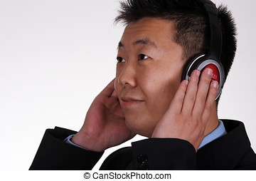 homme affaires, asiatique, écoute