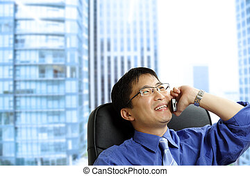 homme affaires, asiatique, téléphone