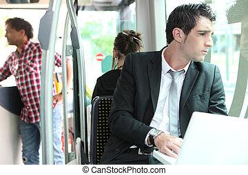 homme affaires, autobus