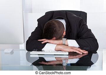 homme affaires, bureau, fatigué, informatique, séance