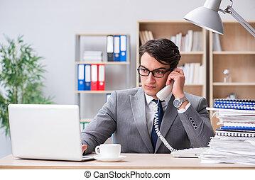 homme affaires, bureau, fonctionnement, beau