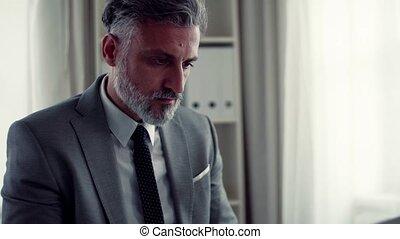 homme affaires, bureau, table, working., séance