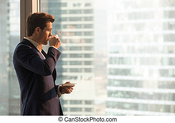 homme affaires, café, apprécier, bureau, matin