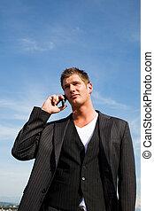 homme affaires, caucasien, téléphone