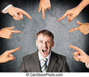 homme affaires, crier, doigts, pointage, accentué