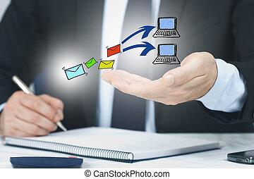 homme affaires, dans, bureau, à, email