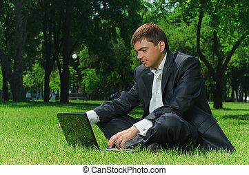 homme affaires, dans parc
