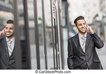 homme affaires, dehors