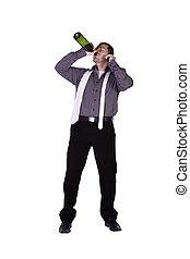 homme affaires, directement, buvant bouteille, dehors