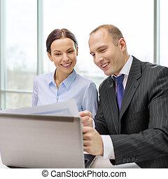 homme affaires, discussion, avoir, femme affaires