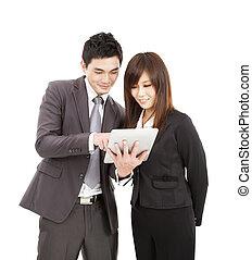 homme affaires, et, femme affaires, utilisation, les, pc tablette