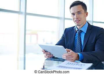 homme affaires, fonctionnement, dans, bureau