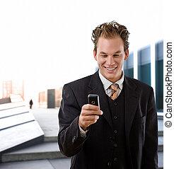 homme affaires, heureux, cellphone