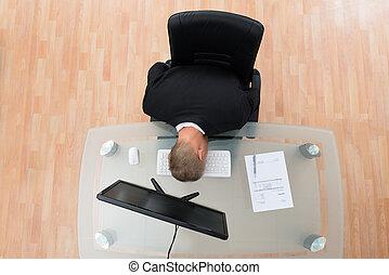 homme affaires, informatique, penchant, clavier