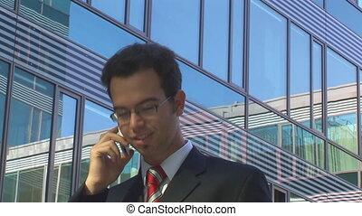 homme affaires, jeune, appeler