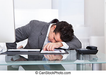 homme affaires, jeune, fatigué