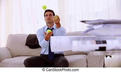 homme affaires, jonglerie, heureux, dix